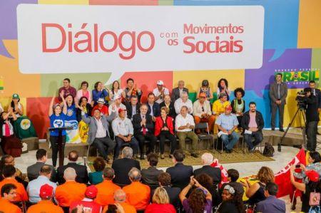 Diálogo com os movimetos sociais